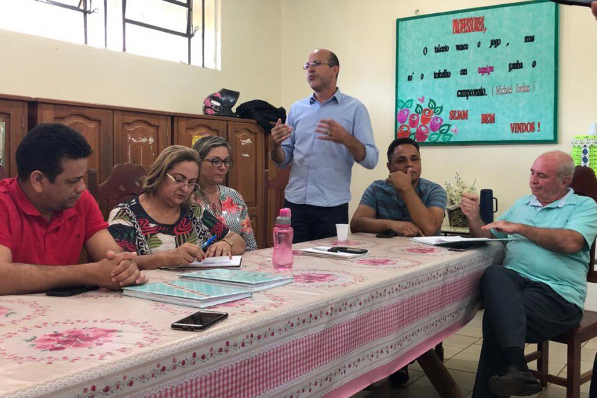Deputado Ismael Crispin visita escolas estaduais com adjunta da Seduc no interior do Estado